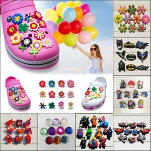 9 Pçs / lote A vida secreta de pet folwers PVC Dos Desenhos Animados Sapato CharmeOrnamentos Fivelas Apto para Sapatos Pulseiras, Charme Decoração, Sapato Acessórios