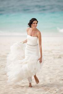Designer Simple Beach Wedding Dresses Strapless vestidos de novia Crystal Sash Ruched Country wedding gowns Custom Made