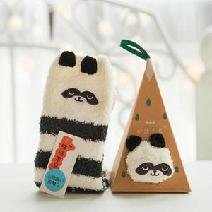 Novedad Panda Style Girls Fuzzy Cartoon Slipper Calcetines Navidad Animal Floor Calcetines 3Pair / lot Estilo aleatorio con caja de regalo