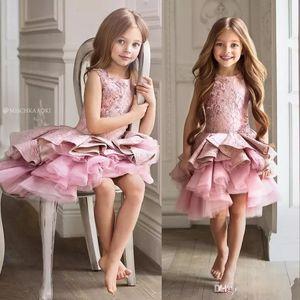 Pembe Kristal Çiçek Kız Elbise Düğün İçin Dantel Aplike Katmanlı Ruffles Prenses Elbise Küçük Kız Diz Boyu Vintage Pageant Törenlerinde Için