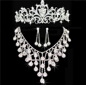 Nouveau pas cher Bling Bijoux en cristal de mariée boucles d'oreilles en diamant Collier en argent Party ensembles de bijoux de mariage pour les femmes de mariée Accessoires de mariée