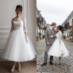 Sous coutume genou courte longueur robes de mariée en dentelle Tulle Pays Robes de mariée Sheer cou manches Longueur Superbe thé Robe de mariée