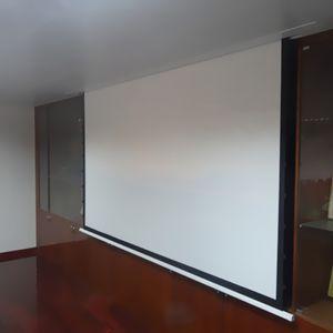 4: 3 Уточненный потолочный электрический экран проектора, построенный на экране домохов проектора с стекловолокном, RF пульт дистанционного управления