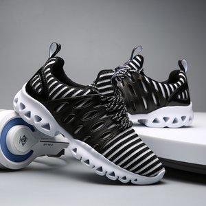 En la primavera de 2017 la tendencia de los zapatos casuales de los hombres coreanos de malla transpirable amantes del turismo aumento de zapatillas para correr