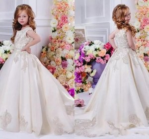 Prenses A Hattı Çiçek Kız Elbiseler ile Jewel Boyun Dantel Aplikler Düğün Törenlerinde Küçük Kızlar için İlk Communion elbise 2017 Güz