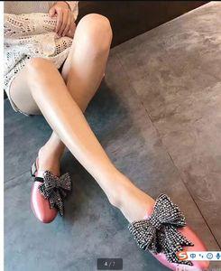 2017 إمرأة حذاء أسود أزرق وردي الساتان الراين الخرز اللؤلؤ والمجوهرات عقدة فراشة التطريز الانزلاق على متعطل الأخفاف