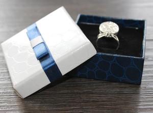 عرض أزياء التعبئة والتغليف هدية القوس مربعات المجوهرات مربع قلادة مربع الأقراط مربع دبابيس الصدار التعبئة والتغليف