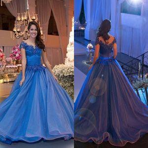 로얄 블루 공주님 아랍어 볼 가운 파티 파티 행사 가운 2017 뉴 오프 숄더 캡 슬리브 푹신한 반짝이는 긴 Quinceanera 드레스