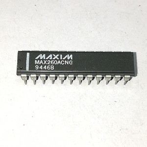 MAX260ACNG. MAX260. PDIP24, DUAL SWITCHED CAPACITOR FILTER 집적 회로 IC / 듀얼 인라인 24 핀 플라스틱 패키지. MAXIM 칩