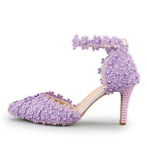 Sandalias de verano de la correa del tobillo de encaje hecho a mano de las mujeres de la flor del tacón medio Zapatos de boda nupcial Ceremonia de la ceremonia de adultos bombas de color amarillo púrpura