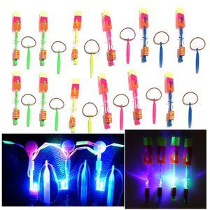 20Pcs / Lot Incredibile LED Light Arrow Rocket Elicottero rotante Flying Toy Fun Night lampeggiante Fly Arrow Kids Outdoor giocattolo lampeggiante
