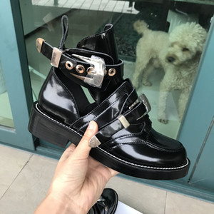 2019 Nuovi stivali di alta qualità Donna Casual fibbia in metallo Caviglia Donna Martin Stivali Casual in pelle verniciata Stivali occidentali Stile britannico
