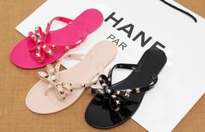 NOVO Europa e US verão chinelos legais novo arco de moda sandálias sandálias de praia decorada com rebites venda quente