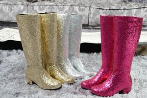 Mode Gold Silber Niedrigen Ferse Kniehohe Stiefel Frau Pailletten Lange Top Regen Booties Damen Nachtclub Bling Schuhe Große Größe 43