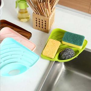 Utile mensola triangolare della famiglia di alta qualità nella spugna del piatto del dispersore di cucina la cremagliera del sapone del bagno che spedice liberamente