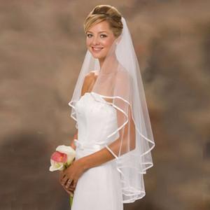 Şerit Edge ile Yeni Gerçek Gelin Veils 2 Katmanlar Şık Beyaz / Fildişi Kısa Düğün Aksesuarları Stok Düğün Veil Comb ile