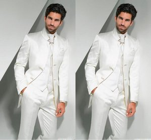 Online Damat Smokin 2017 Mandarin Yaka erkek Takım Elbise Beyaz Sağdıç / İyi Adam Düğün / Balo Takımları (Ceket + Pantolon + Kravat + Yelek)
