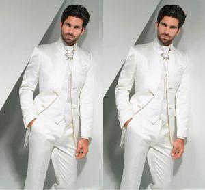 Smoking da sposo online 2017 Mandarin Risvolto Tuta da uomo bianca Groomsman / Best Man da sposa / abiti da ballo (giacca + pantaloni + cravatta + gilet)