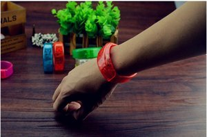 Música activado Sound Control Led Flashing Bracelet acender brinquedos Bangle Pulseira Clube de bar partido elogio Luminous Night Light