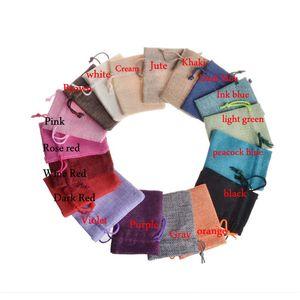 16 Colores 100 unids 7x9 cm / 2.7x3.5 pulgadas Jute Hessian Drawstring Wedding bomboniera Favor Regalo de Navidad Almacenamiento de teléfono Arpillera de yute Bolsas de embalaje