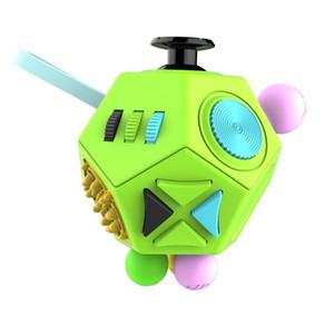 Giocattoli da dito, vendita all'ingrosso Raccolta fondi per Fidget Cube: un giocattolo da scrivania in vinile, giocattolo per decompressione, giocattolo da scrivania progettato, resistente alla spedizione Dropshipping