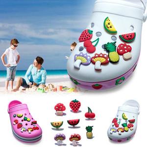 8Pcs / lot Früchte PVC Cartoon Shoe Charms Ornamente Schnallen Fit für Schuhe Armbänder, Charme Dekoration, Schuh Zubehör Party Geschenk