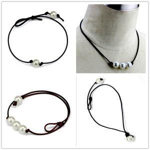 Gargantillas de moda de las mujeres Collar de perlas Collar de perlas de cuerda de cuerda de cuero hecho a mano Collar de perlas de agua dulce de imitación natural