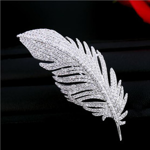 Top Brand Luxury Diamond Crystal Feather Shape Brooches Women Dress Scarf Pins Spilla Accessori moda squisita Spilla a foglia Pin