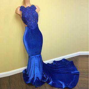 2020 Designer Royal Blue Lace Applique sirène robes de soirée Halter velours perlé Voir au travers Vestidos De Novia Prom Robes