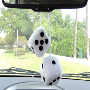 Decoração de interiores de carro clássico par de pelúcia preto e branco pendurado espelho carro difusa dados decoração