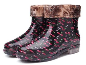 большой размер 36-41 для женщин Дождь сапоги Цветы Дамы Короткие Дождь Обувь скольжения устойчиво обувь Резиновые тепловые плюшевые носки Rainboots
