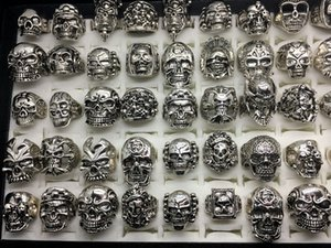 Venta al por mayor 50pcs / Lot Vintage Skull Skeleton Jewelry Anillos Punk Mixed Style Rings For Man