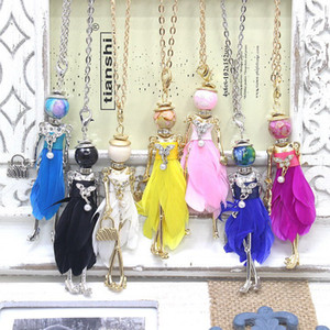 Nouveau Mode France enfants Poupée Collier Bijoux En Alliage Figure Pendentif Plume Robe Femme Collier Pendentif Au Détail fille cadeau accessoires