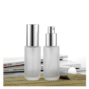 2017 Nueva botella de aerosol de perfume de cristal 30ml, botella de cristal cilíndrica, boquilla de aluminio anodizada de plata, niebla fina
