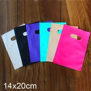 Sacs petits cadeaux colorés en plastique Emballages-cadeaux sacs de fête d'anniversaire de l'événement Fournitures 14x20cm 100pcs par lot gros
