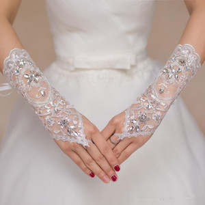 Günstige kurze Spitze Braut Brauthandschuhe Hochzeit Handschuhe wulstige Kristalle Hochzeit Zubehör Spitzen-Handschuhe für Bräute Fingerless Unten Ellenbogen Länge