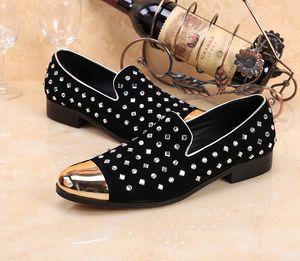 Perçinler Erkekler Deri Flats Shoes Sivri Burun Demir Kafa Gelinlik Deri Ayakkabı Erkek Tahıl Deri Sığ Ayakkabı Bling