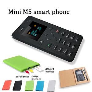 2017 nuevo diseño AEKU M5 teléfono inteligente portátil de 4,8 mm ultra delgado MTK chipset mini GSM GPS tarjeta móvil para niños móvil básico con paquete al por menor