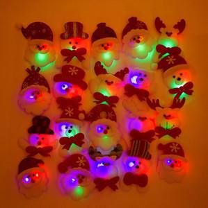 Regalo de navidad LED que brilla intensamente Papá Noel muñeco de nieve Ciervo resplandor intermitente de dibujos animados broche insignia juguete del árbol de navidad decoración luminosa
