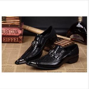 Pelle nera del serpente di arrivo del cuoio genuino fatto a mano punta di metallo punte appuntito slittamento su scarpe abito formale sexy moda uomo scarpe da sposa