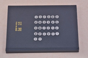 Conjunto de acero inoxidable letra A-Z 26pcs / lot joyería del encanto del alfabeto inglés que encuentra Accerssories para pulsera encanto de la cadena dominante
