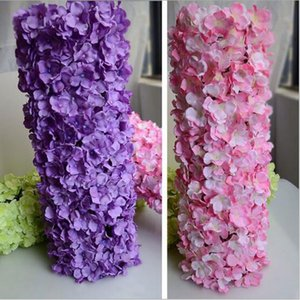 La priorità bassa di cerimonia nuziale della priorità bassa di cerimonia nuziale della parete del fiore dell'ortensia Wedding i fiori di seta artificiali La colonna del pilastro del prato inglese piombo la decorazione domestica del mercato della palla