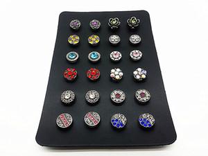 un ensemble de 12 paires de femmes (24pcs) associent des mini-boutons-pression de 12 mm pour boucles d'oreilles avec un support
