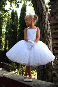 Principessa bianca Flower Girl Dresses Per Wedding Crystal Applique Spaghetti Strap Brevi Pizzo Tulle Bambino Pageant Gowns Abiti da comunione F69