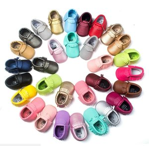 colores sólidos nuevo diseño hecho a mano de la PU de los zapatos de bebé de cuero única del niño niños moccs mocasines blandos bebé