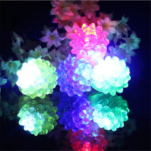 Atacado Morango Brilho Luz Anel Tocha LED Dedo Luzes Flash Beams Luz Festa de Halloween LED Brinquedos de Casamento