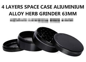 Smerigliatrici Space Case 63mm / 55mm Herb Grinder Smerigliatrici per tabacco a 4 pezzi con triangolo Raschietto Materiale in lega di alluminio Herb Spice Crusher