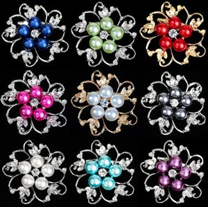 Popular alloy diamond pearl brooches Folwer shaped party breastpin European and American popular beautiful party decorations Hot sale