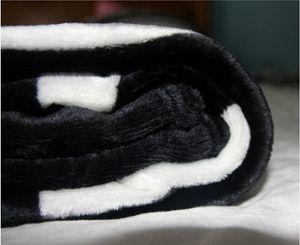 Per il prezzo all'ingrosso con il modello classico coperta nera 130x150cm 10pcs / lot con sacchetto di polvere