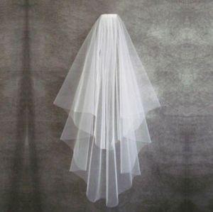 Moins cher 2018 Deux Couches Voile De Mariée Blanc Tulle Voile De Mariée De Mariée Courte Avec Peigne Ruban Bord Accessoires De Mariée